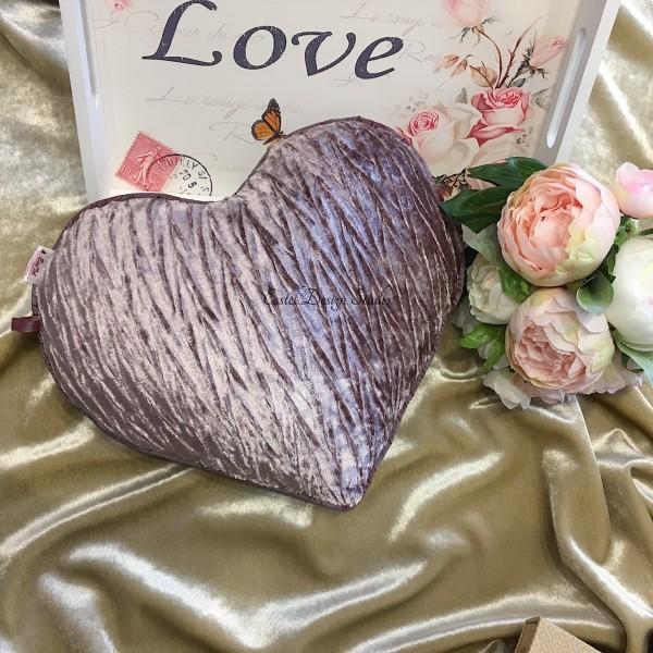 Фиолетовая подушка в форме сердца