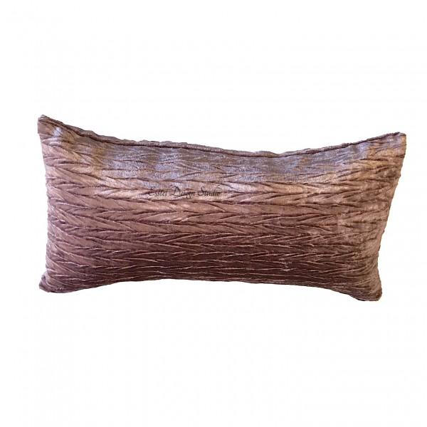 Длинная подушка из бархата