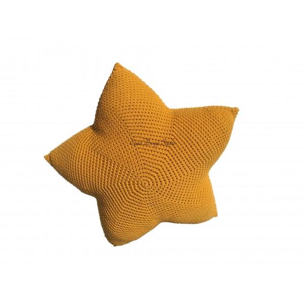 Декоративная вязанная подушка