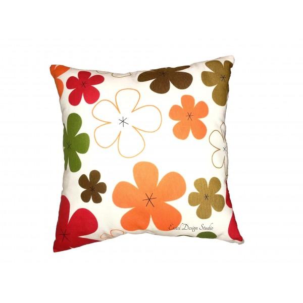 Оранжевая подушка с цветами