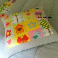 детская подушка с цветами