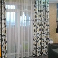 разноцветные классические шторы